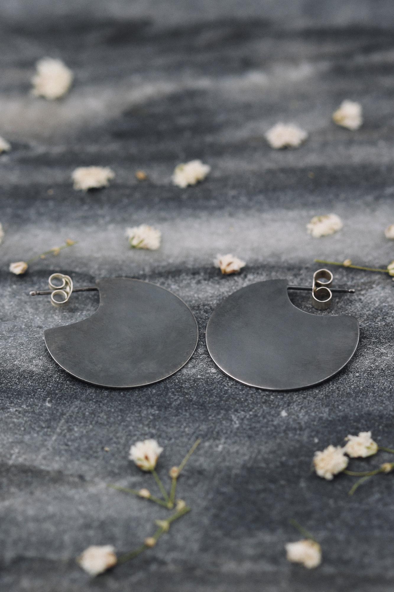 oxidized disc earrings