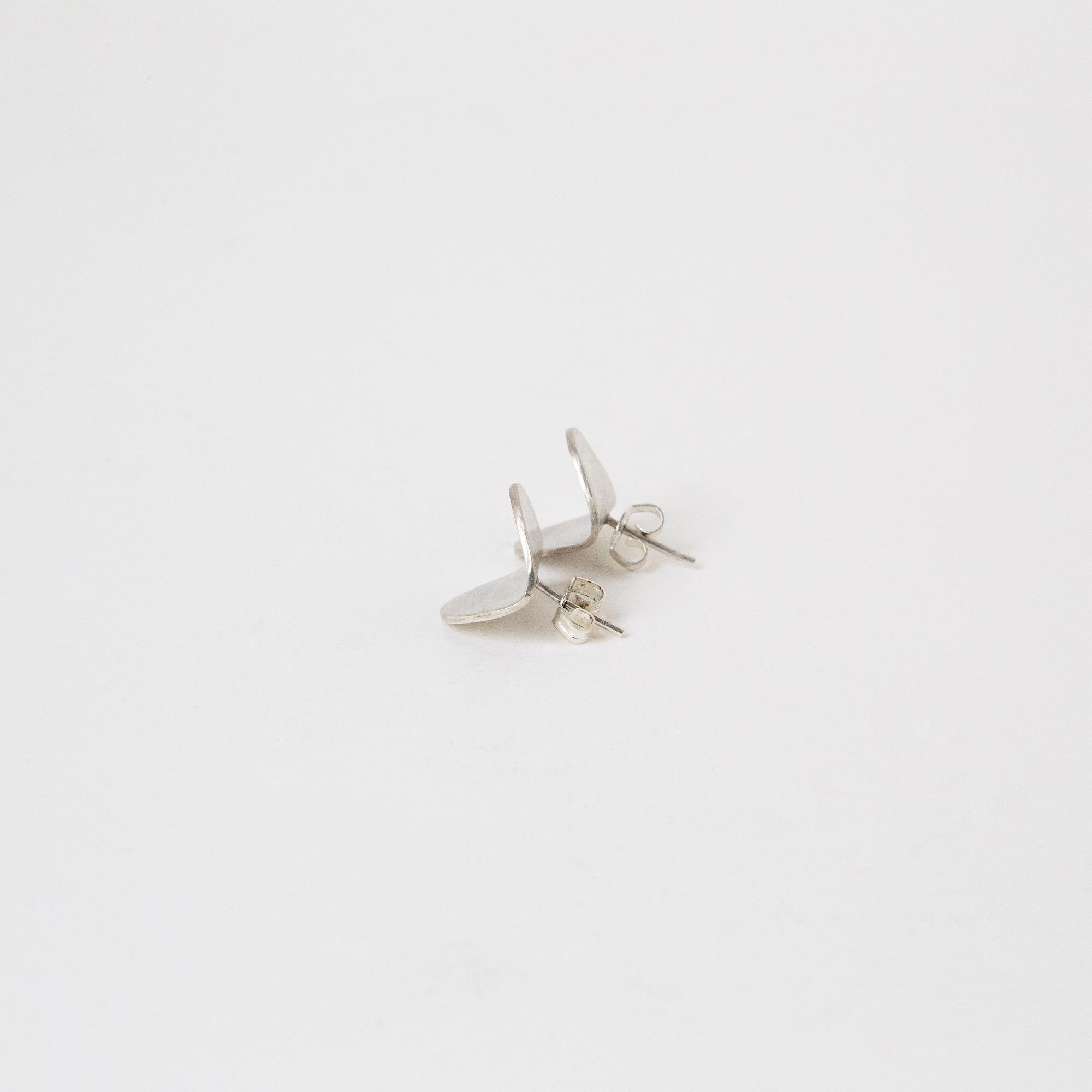 dovile b. folded oval silver studs